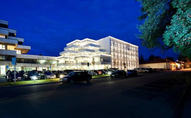 Hotel Veľká Fatra exteriér noc